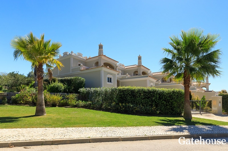 4 Bedrooms Townhouse For Sale In Almancil Algarve