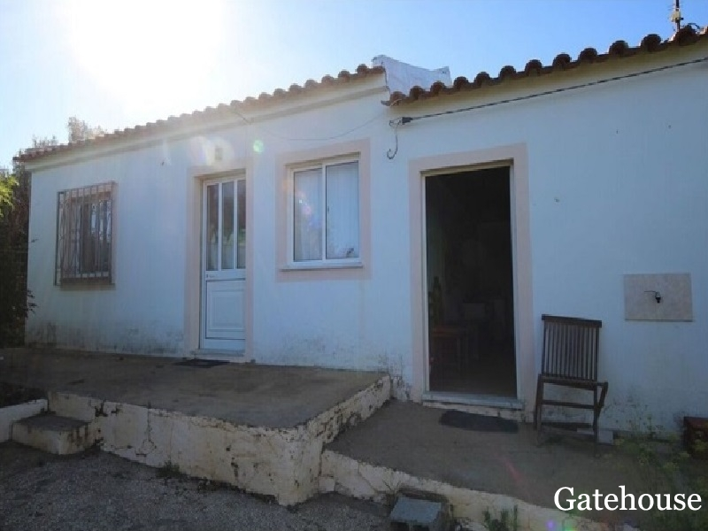 Old Farmhouse With 4000m2 Plot In Odiaxere West Algarve