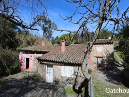 "<p style=""font-weight:bold"" align=""center"">Monchique €295,000</p><p align=""center"">Country Views</p><p align=""center"">Rustic villa with 3 beds 1 bath with a swimming pool..."