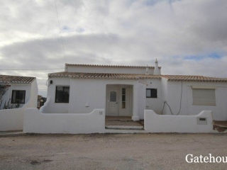 Luz €275,000RenovatedTraditional detached villa with 3 beds, 2 baths with a garden…
