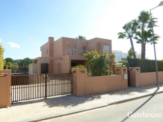 Vilamoura €1.47 MillGolf ViewsDetached modern villa with 5 beds, 6 baths with swimming pool…